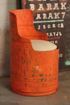 Un fauteuil original. Recyclage de bidon