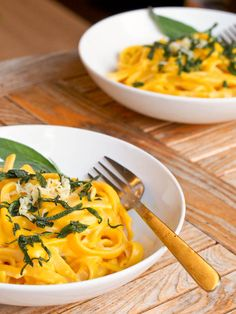 Creamy Vegan Pumpkin Pasta is made with super creamy sauce made with pumpkin and coconut milk. Ready in 30 minutes. Perfect for a meatless weeknight meal.