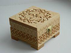 Cofre de madera tallada historia abeja tallado a mano por FancyChip