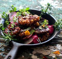 Συνταγές για την Καθαρά Δευτέρα – Χταποδάκι στη σχάρα από το Δημήτρη Σκαρμούτσο – Απόλαυση στο κόκκινο