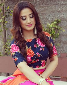 Fashion: Our Tips And Tricks Are Tops. Having bad fashion sense is also bad for self-esteem. Bad Fashion, Fashion Clothes, Fashion Outfits, Fancy Dress Design, Stylish Dress Designs, Indian Tv Actress, Beautiful Indian Actress, Beautiful Saree, Stylish Girl Images