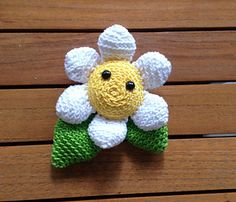 Daisy: free flower crochet pattern