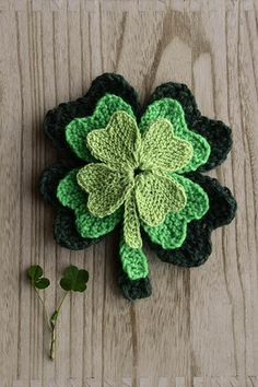 Ravelry: Clover Family pattern by Amy Gunderson Knitting Projects, Knitting Patterns, Crochet Patterns, Knitting Ideas, Five Leaf Clover, Universal Yarn, Knitted Flowers, Knit Dishcloth, Thing 1
