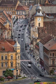 Brașov, one of the most beautiful cities in Romania 🇷🇴️ Places Around The World, The Places Youll Go, Places To See, Around The Worlds, Wonderful Places, Beautiful Places, Bósnia E Herzegovina, Road Trip France, Brasov Romania