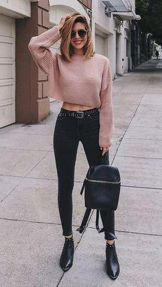 10 Produções minimalistas e super descoladas - Suéter cropped rosa, calça skinny pre Winter Mode Outfits, Classy Winter Outfits, Winter Outfits For School, Edgy Outfits, Winter Fashion Outfits, Fall Outfits, Autumn Fashion, Jeans Fashion, Fashion Clothes