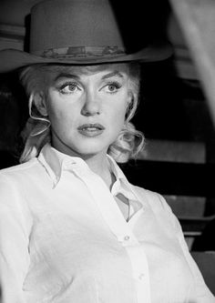"""summers-in-hollywood: """" Marilyn Monroe on the set of The Misfits. 1960. """""""