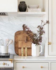 Modern Farmhouse Kitchens, Home Kitchens, Modern Kitchen Decor, Modern Fall Decor, European Kitchens, Gadgets, Mid Century Modern Decor, Beautiful Kitchens, Beautiful Homes