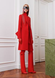 Givenchy ready-to-wear autumn-winter Paris Fashion Week Red Fashion, Fashion 2017, Look Fashion, Runway Fashion, High Fashion, Winter Fashion, Fashion Show, Fashion Design, Fashion Trends