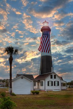 ✮ Tybee Lighthouse shot at Sunset with the American Flag, Georgia