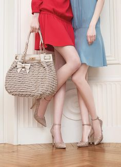TWIN-SET Simona Barbieri: knitted maxi sack bag with chain, charm with bow and heart in metal and court shoes in embossed mock croc with ankle strap