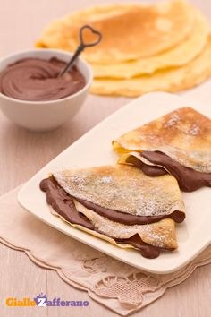 Crepes alla Nutella - reminds me of Germany :) Delicious Desserts, Dessert Recipes, Yummy Food, Tasty, Biscotti, Nutella Crepes, Sweet Cooking, Sweet Recipes, Food Porn