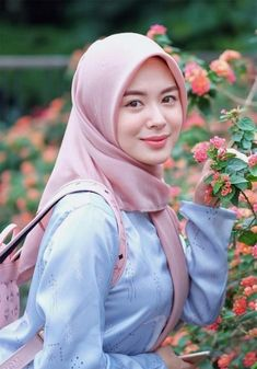 Beautiful Hijab Girl, Beautiful Asian Girls, Beautiful Women, Hijab Niqab, Muslim Hijab, Hijab Fashion, Girl Fashion, Hijab Makeup, Muslim Beauty