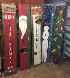 Holiday/ Winter front porch signs with old fence boards 47 Unique Christmas Front Porch Decoration Ideas - The winter months can be a challenge for even experts at decorating. The cold and crisp air marked by lack of growth tends to make us all want to st Christmas Wood Crafts, Pallet Christmas, Christmas Signs Wood, Christmas Projects, Christmas Home, Holiday Crafts, Christmas Holidays, Outdoor Wooden Christmas Decorations, Christmas Island