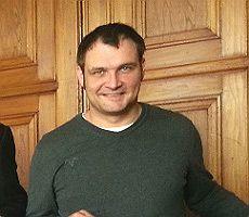 Gewählter Stadtrat der Demokrative14 spielt GLAD-O-POLIS mit der AfD