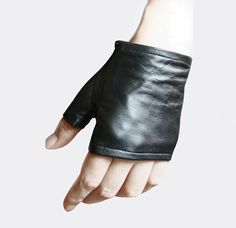 Women's Leather Lambskin Punk Boxing Fingerless Gloves. Genuine lamb leather. sheer polyester lining. metal zipper. For small hands (17cm palm)