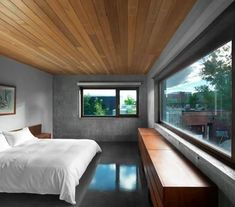 Henri Cleinge constructed a dazzling home in Montreal, Canada: The Beaumont House. Inspired to create a home to be experienced by all five senses, the Beau Concrete Houses, Concrete Wood, Concrete Design, Polished Concrete, Concrete Floors, Exposed Concrete, Concrete Ceiling, Cement, Concrete Bedroom