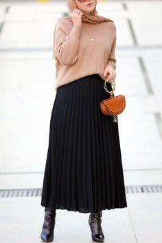 Long Skirt Fashion, Modest Fashion Hijab, Modern Hijab Fashion, Muslim Fashion, Fashion Black, Black Skirt Outfits, Skirt Outfits Modest, Pleated Skirt Outfit, Dress Skirt