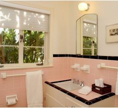 56 New Ideas Bathroom Black And White Retro Pink Tiles Black Tile Bathrooms, Pink Bathroom Tiles, Peach Bathroom, Pink Tiles, Vintage Bathrooms, Pink Bathrooms, 1950s Bathroom, Small Bathroom, Vintage Tile