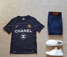 Outfit grid - Chanel T-shirt & jeans