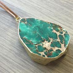 Nuevos collares en mi tienda de #etsy: Collar de #jaspe verde turquesa con sedimentos marinos con cuero o cadena (varios colores a elegir) https://etsy.me/2KQshEU (link en la bio) #etsyshop #etsygifts #etsystore #etsyseller #etsysellersofinstagram #artencasa #artencasadiy #necklaces #necklaceshop #jewelry #jewellery #jewelrydesigner #collares #colgantes #piedrassemipreciosas