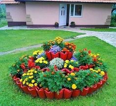 Amazing DIY garden decor with roof tiles roof tiles # DIY garden decor # Amazin. - Amazing DIY garden decor with roof tiles roof tiles # DIY garden decor # Amazin. Front Yard Garden Design, Flower Garden Design, Garden Yard Ideas, Diy Garden Decor, Garden Projects, Flowers Garden, Diy Projects, Backyard Ideas, Garden Edging