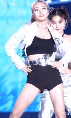 Kpop Girl Groups, Korean Girl Groups, Kpop Girls, Cute Asian Girls, Beautiful Asian Girls, Korean Women, South Korean Girls, Sexy Body, Poses
