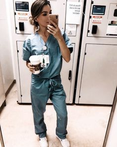 Shadowing a doctor is a great way to find out if a career in medicine is right for you, and is an essential part of the premed journey! My Future Career, Future Jobs, Medical Careers, Medical School, Medical Students, Medical Assistant, Nurse Aesthetic, Aesthetic Doctor, Med Student
