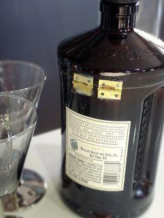 Botella de Gin de Hendrick bisagra Candy Dish / por Rehabulous