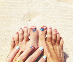 We give these Olympic-inspired nails from Goldfish Kiss a perfect 10! Find out how to DIY now!