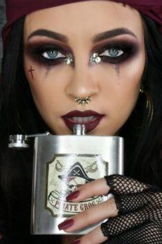 Halloween Makeup Pirate, Trendy Halloween, Halloween Looks, Pirate Girl Makeup, Costume Carnaval, Female Pirate Costume, Makeup Eyeshadow Palette, Cosplay Makeup, Halloween Disfraces