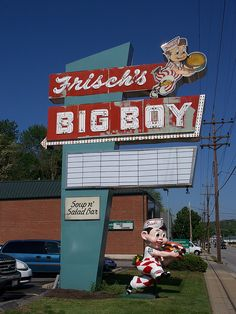 An older Frisch's Big Boy sign and statue in Milford, Ohio. Advertising Signs, Vintage Advertisements, Vintage Ads, Drive In, Big Boy Restaurants, Cincinnati Restaurants, My Ohio, Vintage Neon Signs, American