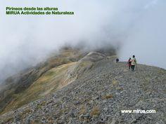 Otoño es un buen momento para disfrutar de Pirineos desde las alturas. Mirua Actividades de Naturaleza. Mountains, Nature, Travel, Pyrenees, Trekking, Walks, Paths, Naturaleza, Activities