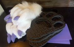 Can't say I'm fond of the fabric claws Diy Cat Ears, Fursuit Paws, Fursuit Tutorial, Cosplay Makeup, Best Cosplay, Fur Babies, Diy And Crafts, Halloween Costumes, Costume