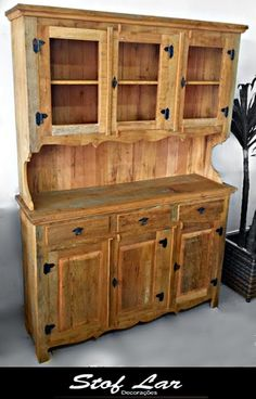 Stof Lar Decorações - Móveis em Madeira de Demolição: - Armario Farmacia Diy Furniture Flip, Log Furniture, Cabinet Furniture, Furniture Making, Antique Furniture, Furniture Outlet, Luxury Furniture, Wood Cooler, Reclaimed Wood Bookcase