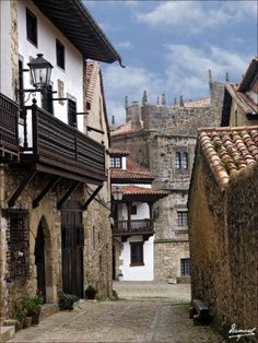 Santillana del Mar, an historic town situated in Cantabria, Spain Beautiful Sites, Beautiful World, Beautiful Places, Places To Travel, Places To See, Places In Spain, Spanish Towns, Gaudi, Medieval Town