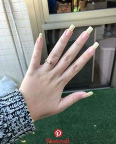 Want to know how to do gel nails at home? Learn the fundamentals with our DIY tutorial that will guide you step by step to professional salon quality nails. Real Long Nails, Grow Long Nails, Natural Looking Nails, Long Natural Nails, Nail Design Kit, Long Nail Designs, Sparkle Nails, Summer Acrylic Nails, Gel Nails At Home