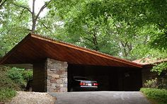 Carports - Reisley House / 44 Usonia Road, Pleasantville, NY / 1951 / Usonian / Frank Lloyd Wright -- One of the low-cost innovations Wright contributed through his Usonian homes. The Reisley house has a particularly fine example Frank Lloyd Wright, Pleasantville New York, Gaudi, Amazing Architecture, Modern Architecture, Garages, Carport Modern, Architecture Organique, Usonian House