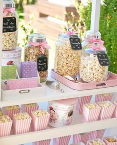 Schmetterlingsgarten-Themenparty - Festa Balé no Jardim das Borboletas Bella Fiore - Birthday Candy Table, Candy Buffet, Butterfly Garden Party, Butterfly Baby, Girls Party, Snacks Für Party, Popcorn Bar Party, First Birthdays, Party Time