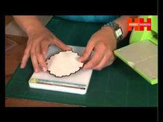 ▶ HobbyHandig geeft instructie over mallen van Spellbinders - YouTube