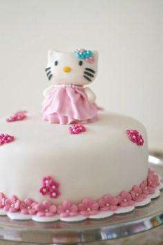 Hello Kitty Cake.  Que Ricos queques artesanales.