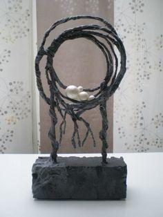 eigen gemaakt werk van powertex Abstract Wall Art, Abstract Sculpture, Sculpture Art, Vases, Altered Canvas, Urban Street Art, Outdoor Sculpture, Wire Art, Land Art