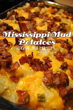 Mississippi Mud Cheesy Bacon Potatoes - breakfast or side dish recipe. Instead of mayo, I think I'll try greek yogurt. Potato Side Dishes, Vegetable Side Dishes, Vegetable Recipes, Great Recipes, Favorite Recipes, Family Recipes, Masterchef, Good Food, Yummy Food