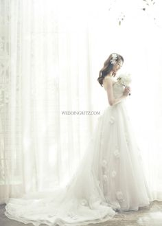 Weddingritz have 20 years of experience in Korea pre wedding Field that provide high quality customized photography package services to overseas customers with offering the lowest price pre wedding photoshoot packages. Bridal Poses, Wedding Poses, Wedding Shoot, Dream Wedding, Korean Wedding Photography, Bridal Photography, Wedding Photography Inspiration, Wedding Inspiration, Photography Ideas