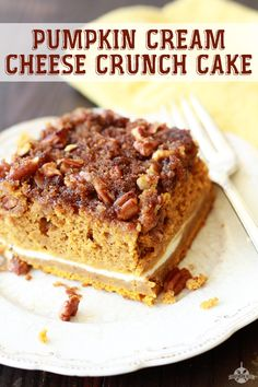 Pumpkin Cream Cheese Crunch Cake recipe from southern bite is a yummy taste of fall. Pumpkin Cream Cheese Crunch Cake recipe from southern bite is a yummy taste of fall. Köstliche Desserts, Delicious Desserts, Dessert Recipes, Recipes Dinner, Breakfast Recipes, Pumpkin Recipes, Fall Recipes, Egg Recipes, Quick Recipes