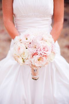 pink and peach colored bridal bouquet #bouquet #bride #weddingchicks http://www.weddingchicks.com/2014/01/30/pink-and-peach-bejeweled-wedding/