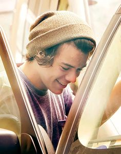 Harry............I have no words......this picture.......idk why I love<3 it so much.........It's just..........I Love you...........<3 :D