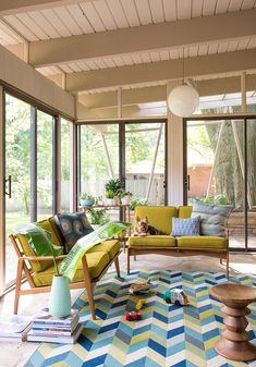 Porch Design Ideas Covered porch ideas span from cottage style to contemporary. Add a modern vibe to a summer porch design with retro patio furniture and a geometric area rug. A basic midcentury pendant provides lighting for late-night entertaining. Modern Porch, Mid-century Modern, Modern Decor, Modern Design, Contemporary, Porch Kits, Porch Ideas, Patio Ideas, Backyard Ideas