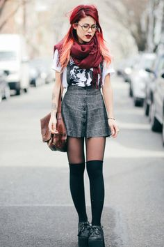 @Le Happy effortlessly pulls off the trend of the moment! #streetstyle #skirts #fashionicon #romwe