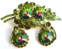 De Lizza & Elster (Juliana) jewelry - Kaleidoscope effect Vintage Jewellery, Vintage Costume Jewelry, Vintage Costumes, Vintage Earrings, Rhinestone Jewelry, Vintage Rhinestone, Stylish Jewelry, Jewelry Sets, How To Wear Rings