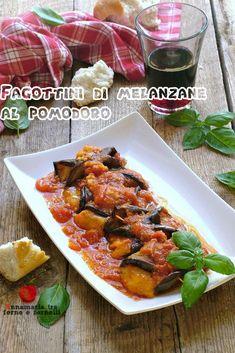 I #Fagottini di #melanzane al #pomodoro sono un #secondopiatto #vegetariano davvero molto #semplice da realizzare, ma non per questo privo di gusto, anzi! Fette di #melanzanegrigliate che avvolgono del saporito #formaggio, cotte in un sughetto di pomodoro fresco e #basilico. #gialloblogs #annamariatrafornoefornelli #foodphotography